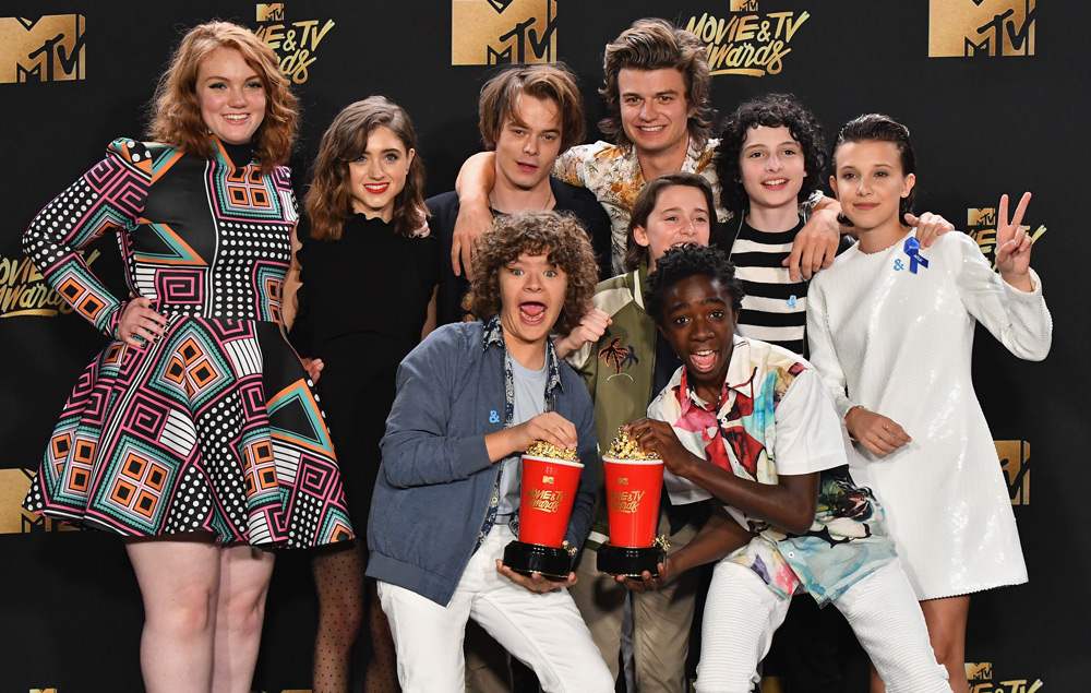 Stranger Things Cast Celebrate Mtv Awards 2017 Win Nme