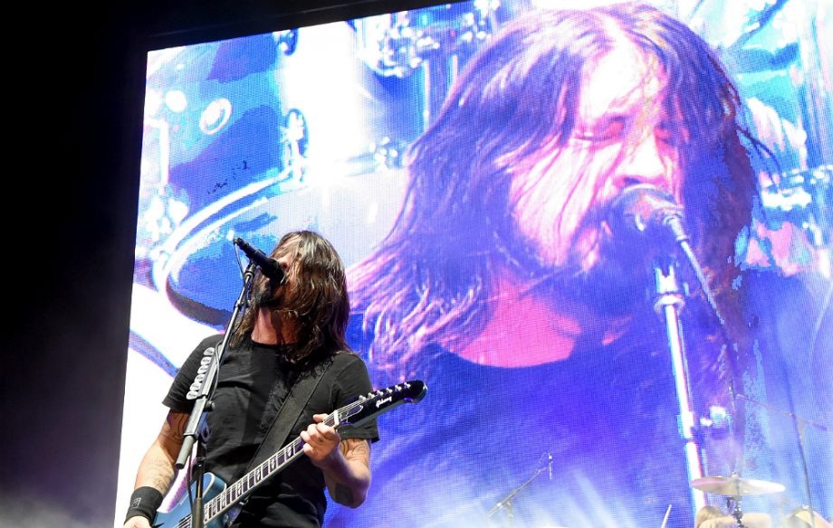 foo fighters debut new song 39 the sky is a neighborhood 39 nme. Black Bedroom Furniture Sets. Home Design Ideas