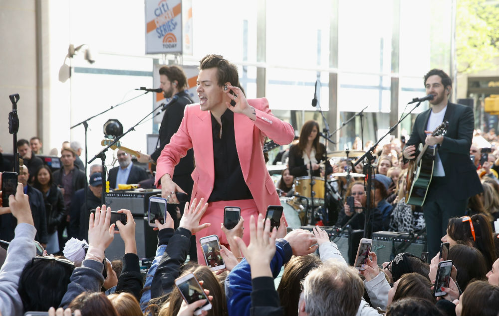 Harry styles tries and fails stage dive during secret gig nme - Harry styles stage dive ...