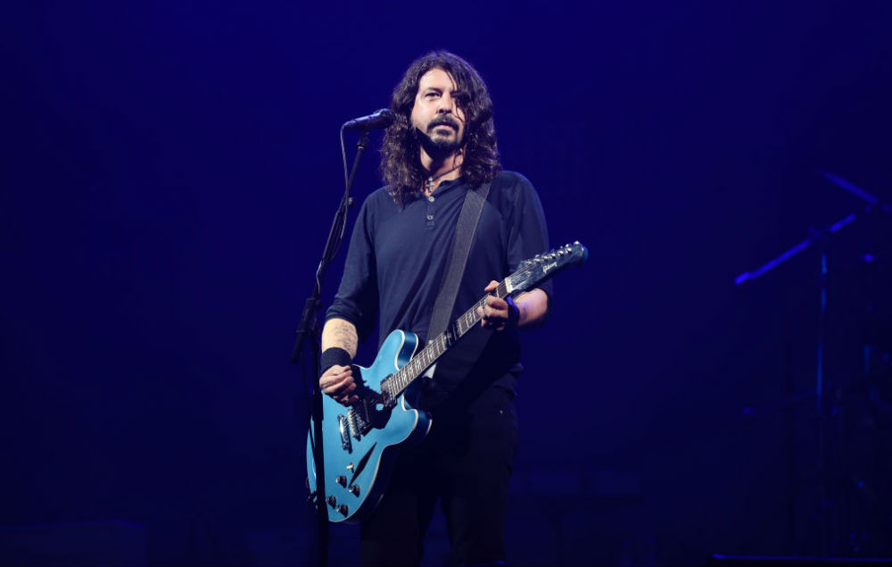 foo fighters debut new song arrows during huge show at acropolis. Black Bedroom Furniture Sets. Home Design Ideas