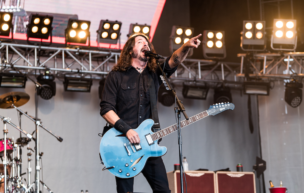watch foo fighters play new song 39 lah di dah 39 in iceland. Black Bedroom Furniture Sets. Home Design Ideas