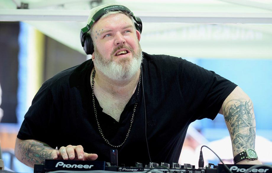 game of thrones 39 hodor is living his best life as a dj nme. Black Bedroom Furniture Sets. Home Design Ideas