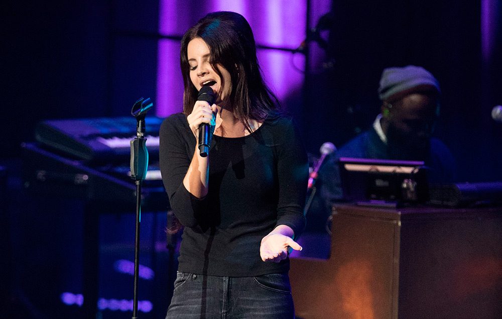 Lana Del Rey Explains Why She Stopped Her Band Performing
