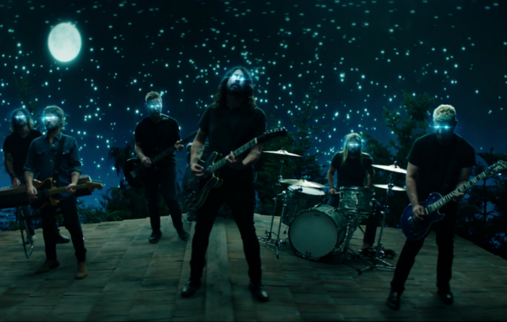 watch foo fighters 39 spooky video for new single 39 the sky is a neighborhood 39 nme. Black Bedroom Furniture Sets. Home Design Ideas