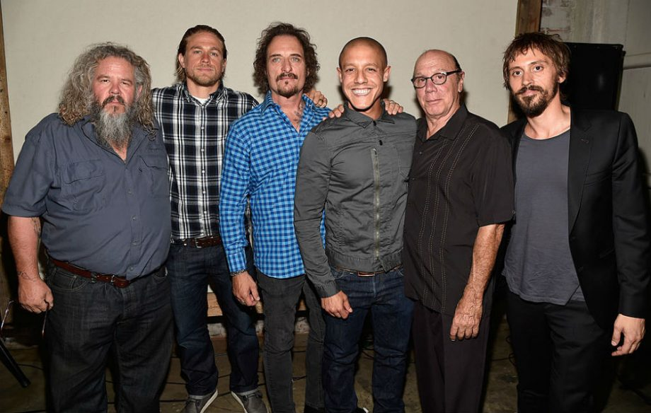 SONS OF ANARCHY (Season 4) DESCRIPTION SPECIAL FEATURES-Creator's Cut Extended Episodes-Farewell Piney-Fans of anarchy-Anarchy At House of Blues-Commentary on Selected Episodes by Cast and Crew and much more!Ride full-throttle with the Sons of Anarchy into the most intense, adrenaline-charged season ever! Out of prison and back in business, SAMCRO faces a .