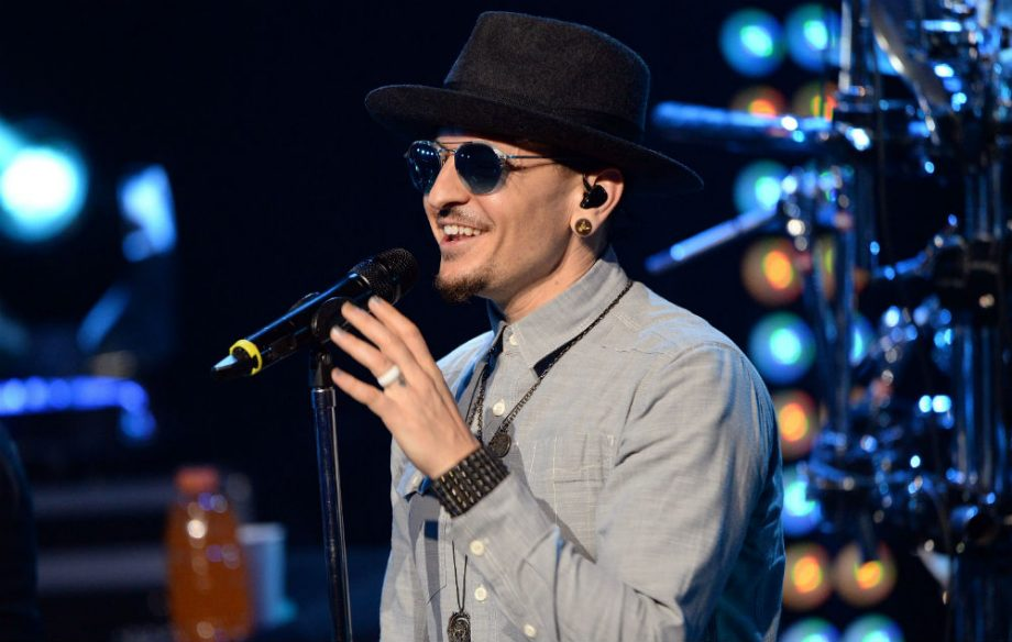 Watch Linkin Park and their fans pay tribute to Chester