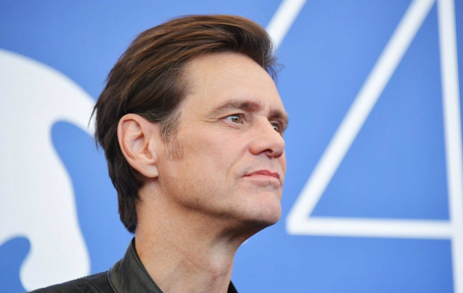 note by jim carrey s deceased former girlfriend claims he introduced