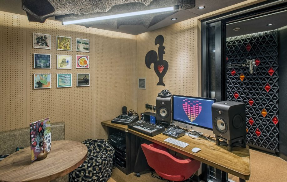 Chicken And Tunes Nando S Has Opened A Music Studio In London