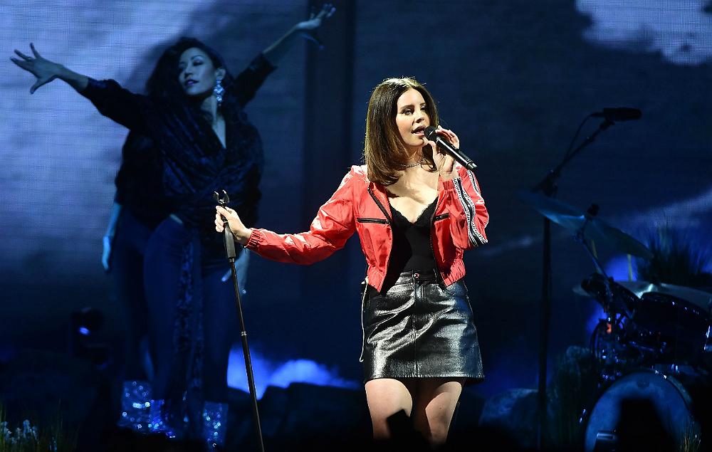 Here S Lana Del Rey Singing Her Own Song At Karaoke Nme