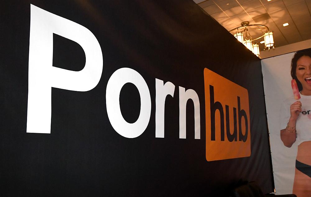 Pornhub in Twitter Ban Deepfake Celebrity Face-Swap Porn Videos - Nme-7527
