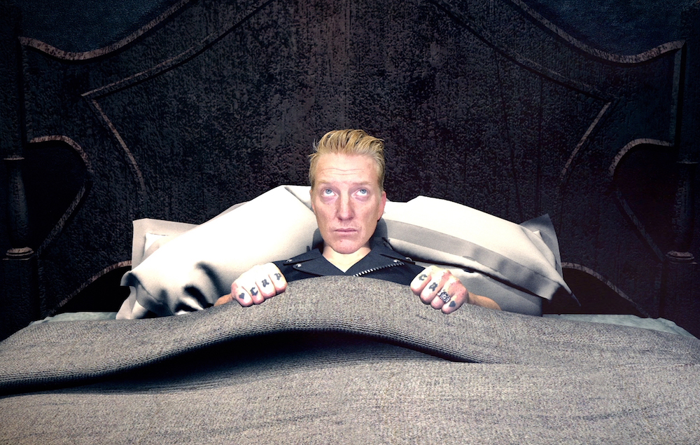 watch queens of the stone age 39 s bizarre and spooky 39 head like a haunted house 39 video nme. Black Bedroom Furniture Sets. Home Design Ideas