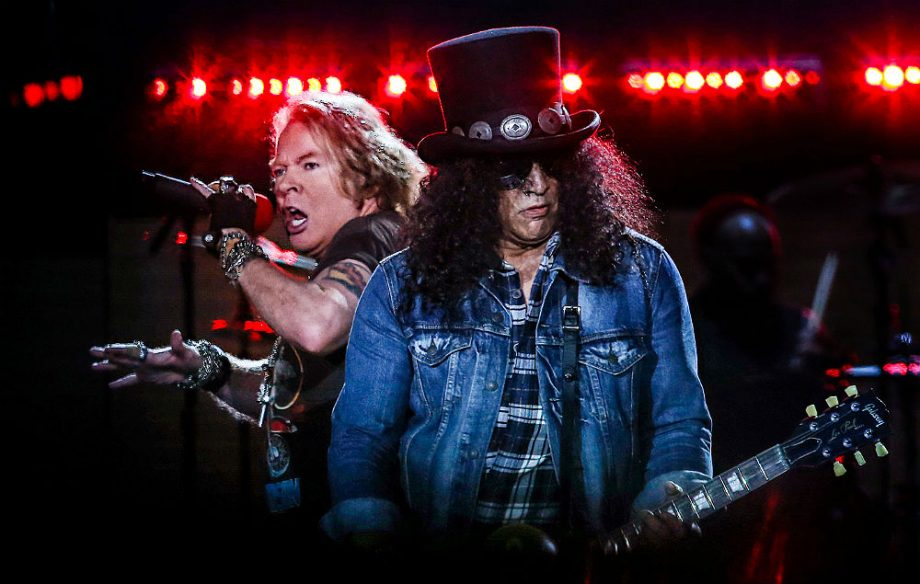 Guns N Roses Kick Off European Tour And Cover Slither By Velvet