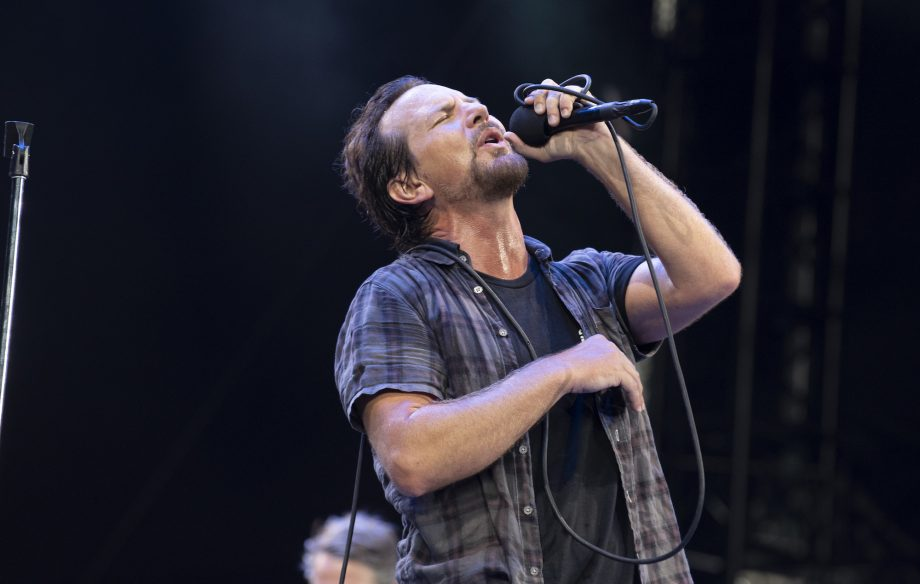 Watch Pearl Jam cover rare Chris Cornell track at Seattle show