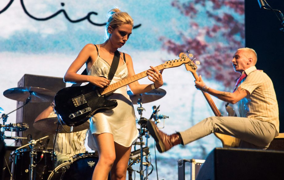Watch couple get engaged during Wolf Alice's 'dream' Reading Festival set