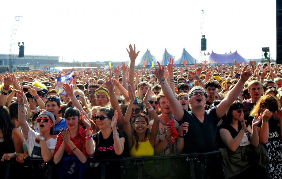 """""""These look mad uncomfortable"""" – Reading & Leeds Festival fans fear new crowd control barriers"""