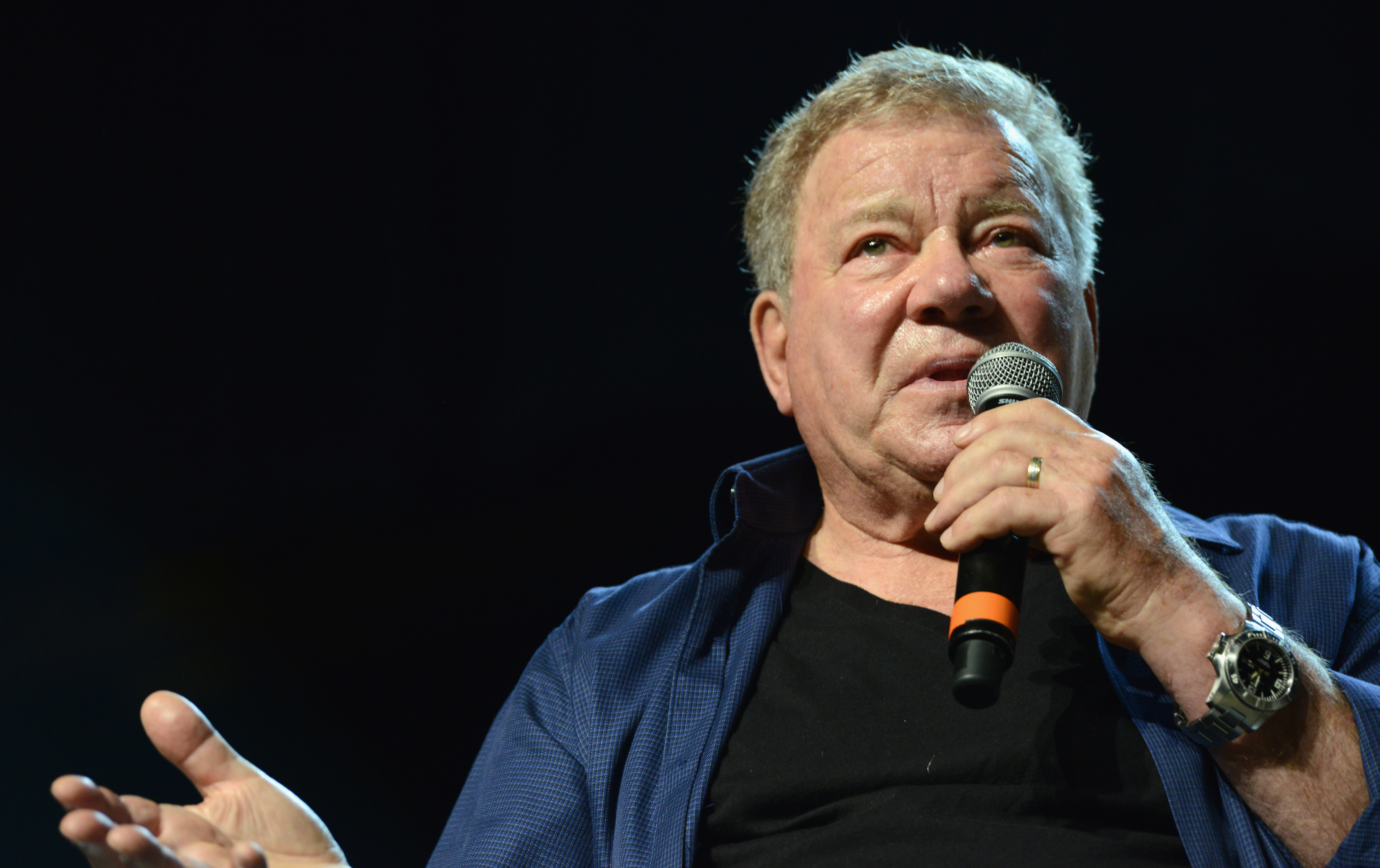 william shatner joins calls for carrie fisher to gain walk