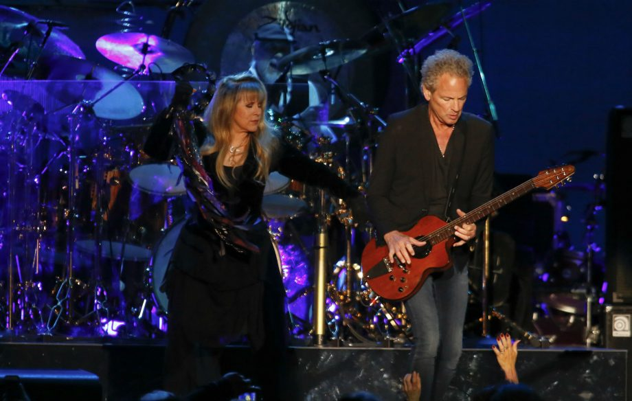 Lindsey Buckingham αρχίζει περιοδεία ταυτόχρονα με τους Fleetwood Mac