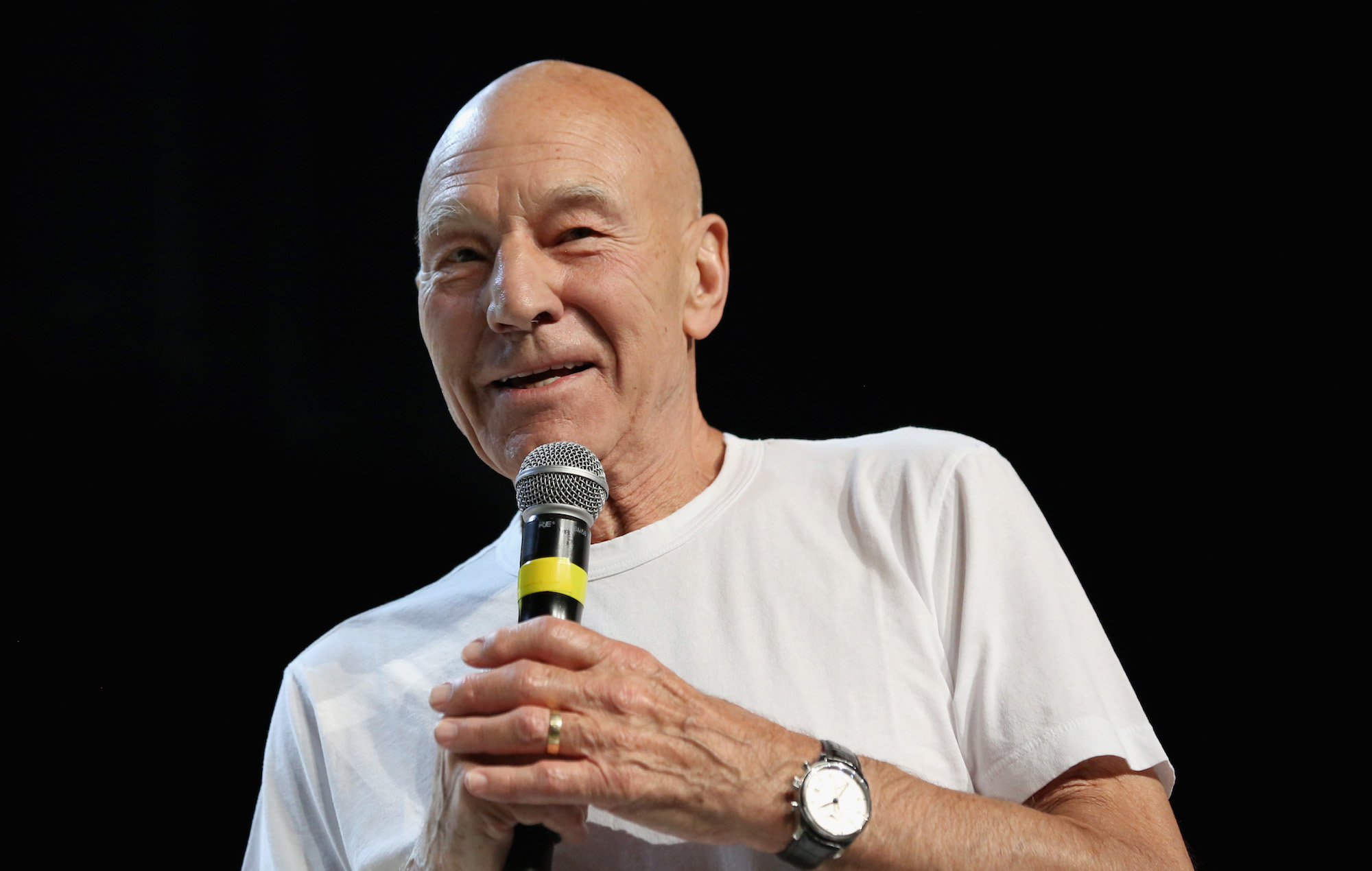 """Patrick Stewart says he's """"embarrassed"""" by Brexit: """"It is a disgrace"""""""