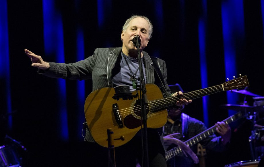 Watch Paul Simon deliver an emotional farewell to fans during his last ever concert