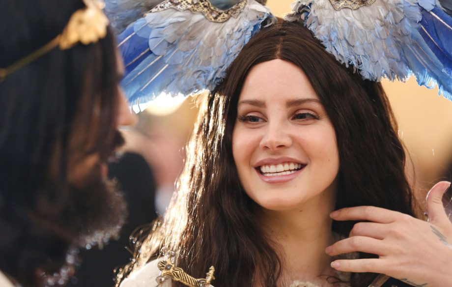 Lana Del Rey Says She Wants To Publish A Book Of Poetry