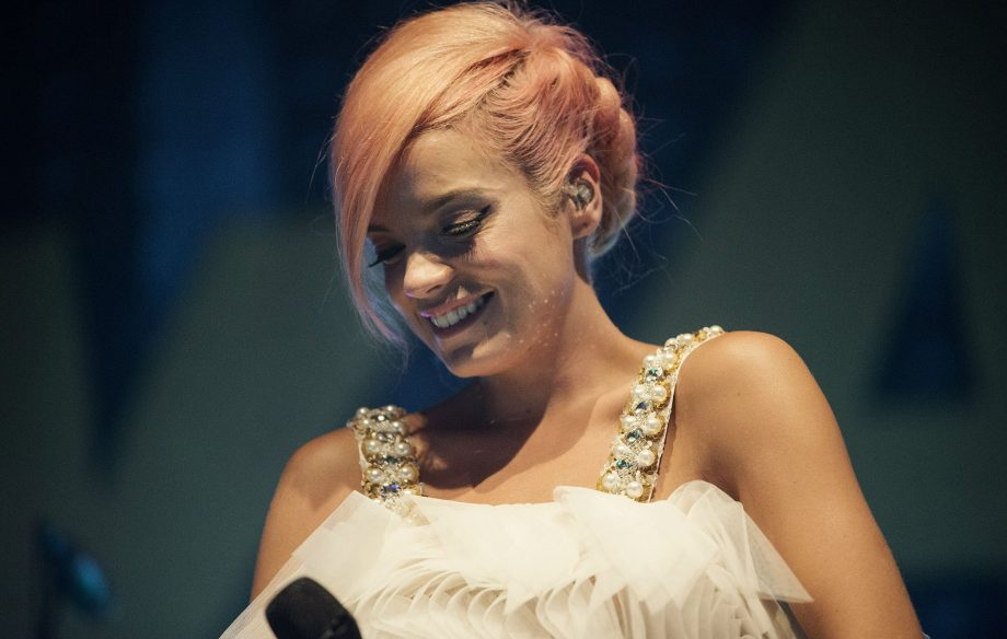 """Lily Allen tried to """"avoid being a woman"""" growing up after being affected by her father's """"derogatory comments"""""""