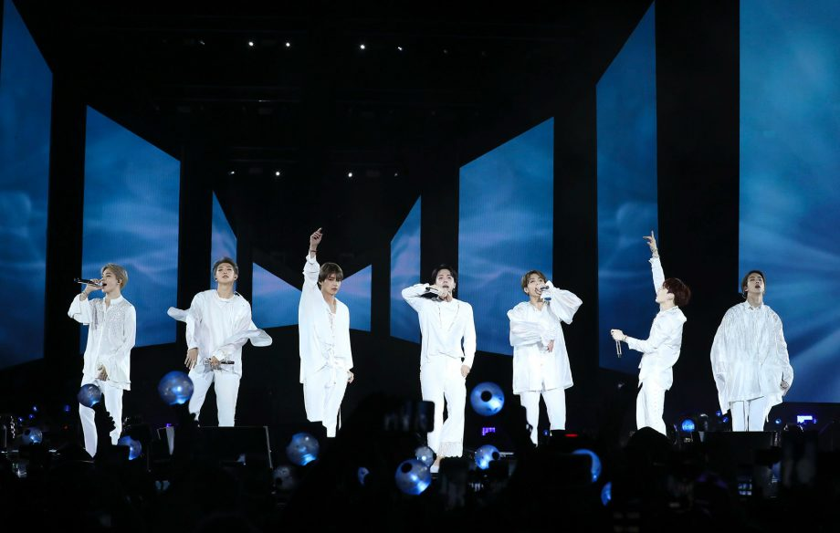 The Best Fan Reactions To Bts Show Stopping London Debut