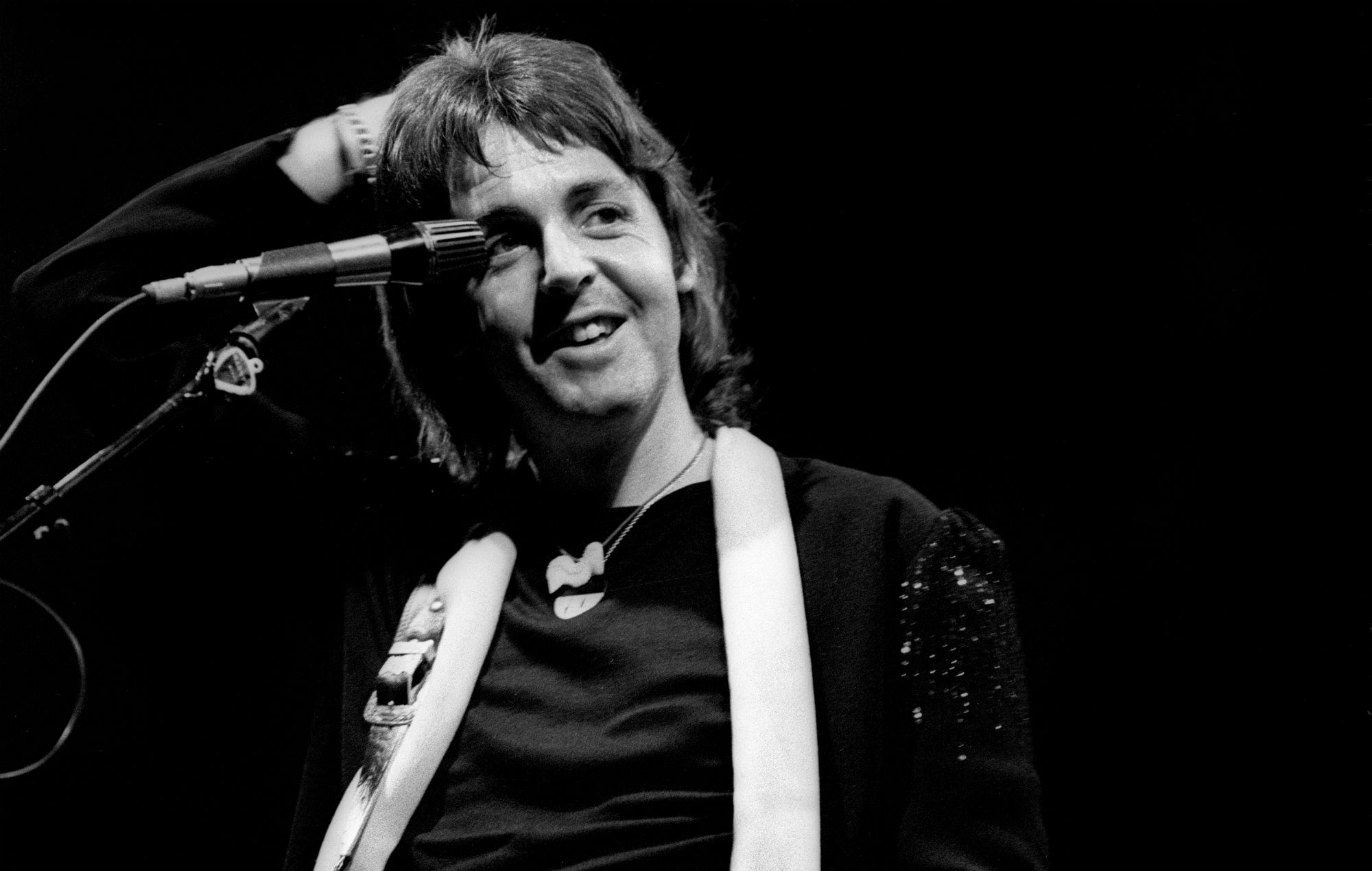 paul mccartney announces super deluxe 39 wings 39 archive reissues shares new version of 39 live and. Black Bedroom Furniture Sets. Home Design Ideas