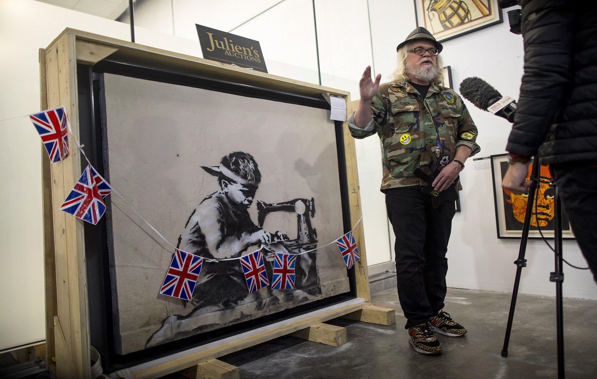 Banksy S Slave Labour Mural Sells For 163 561 000 To Artist