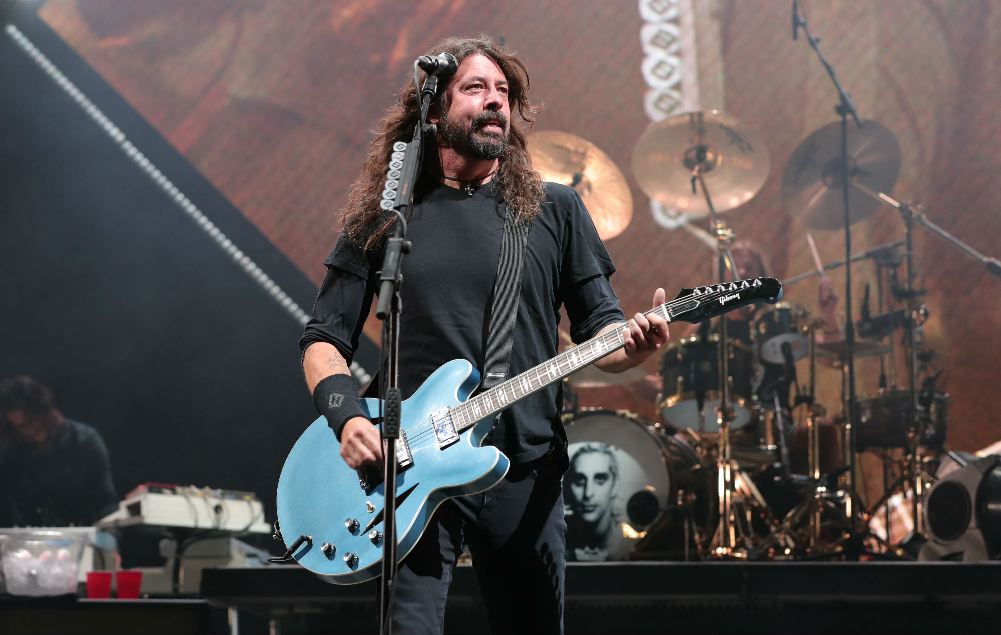 foo fighters join the cure as headliners of glasgow summer sessions. Black Bedroom Furniture Sets. Home Design Ideas