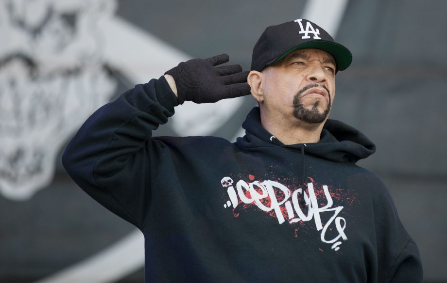 IceT finally eats a bagel and drinks coffee for the first