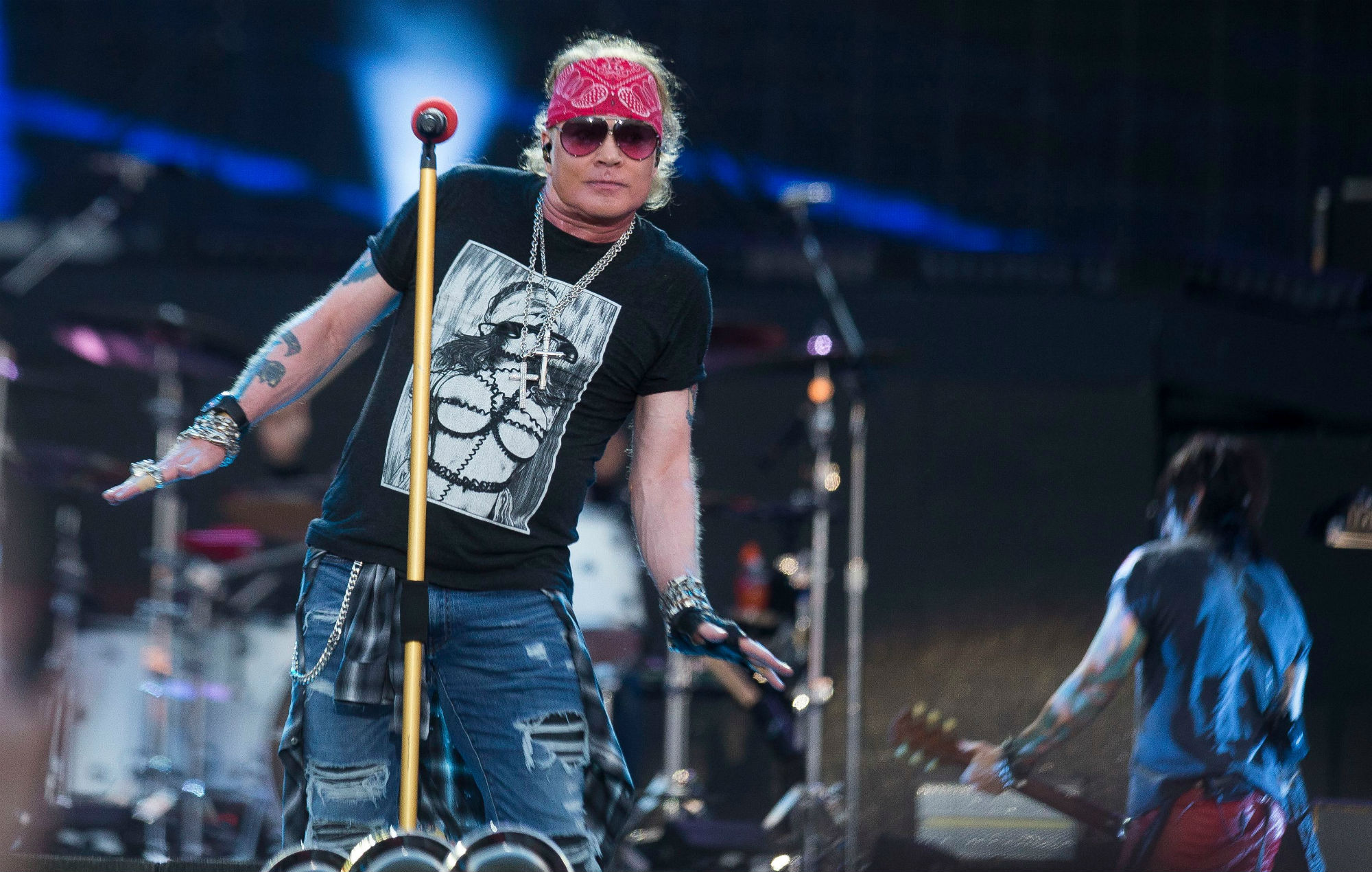 Axl Rose Speaks Out After Falling Quot Severely Ill Quot During