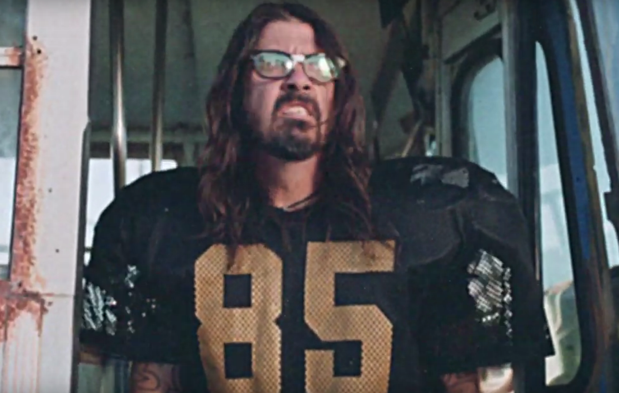 watch foo fighters transform into hilarious football stars ahead of pre superbowl show. Black Bedroom Furniture Sets. Home Design Ideas