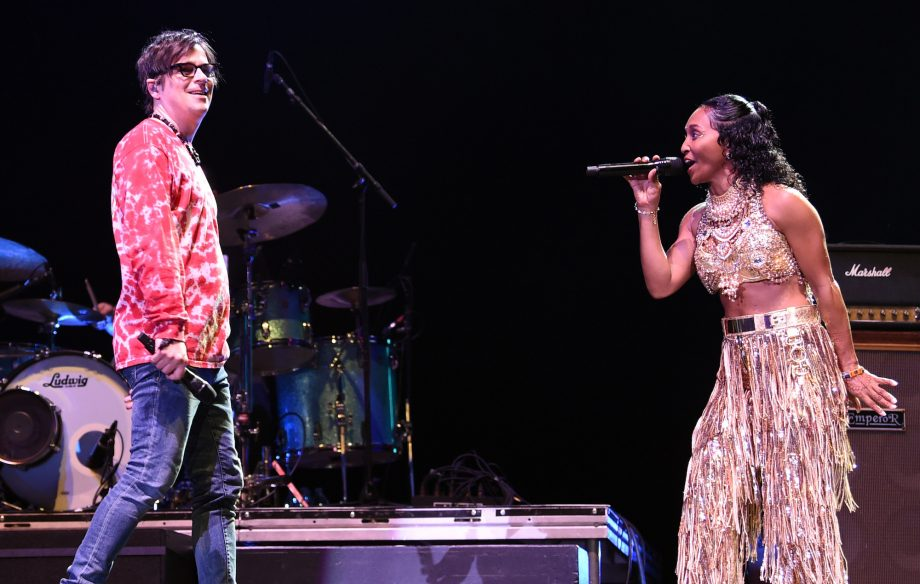Watch Weezer cover 'No Scrubs' with TLC's Chilli at Coachella 2019