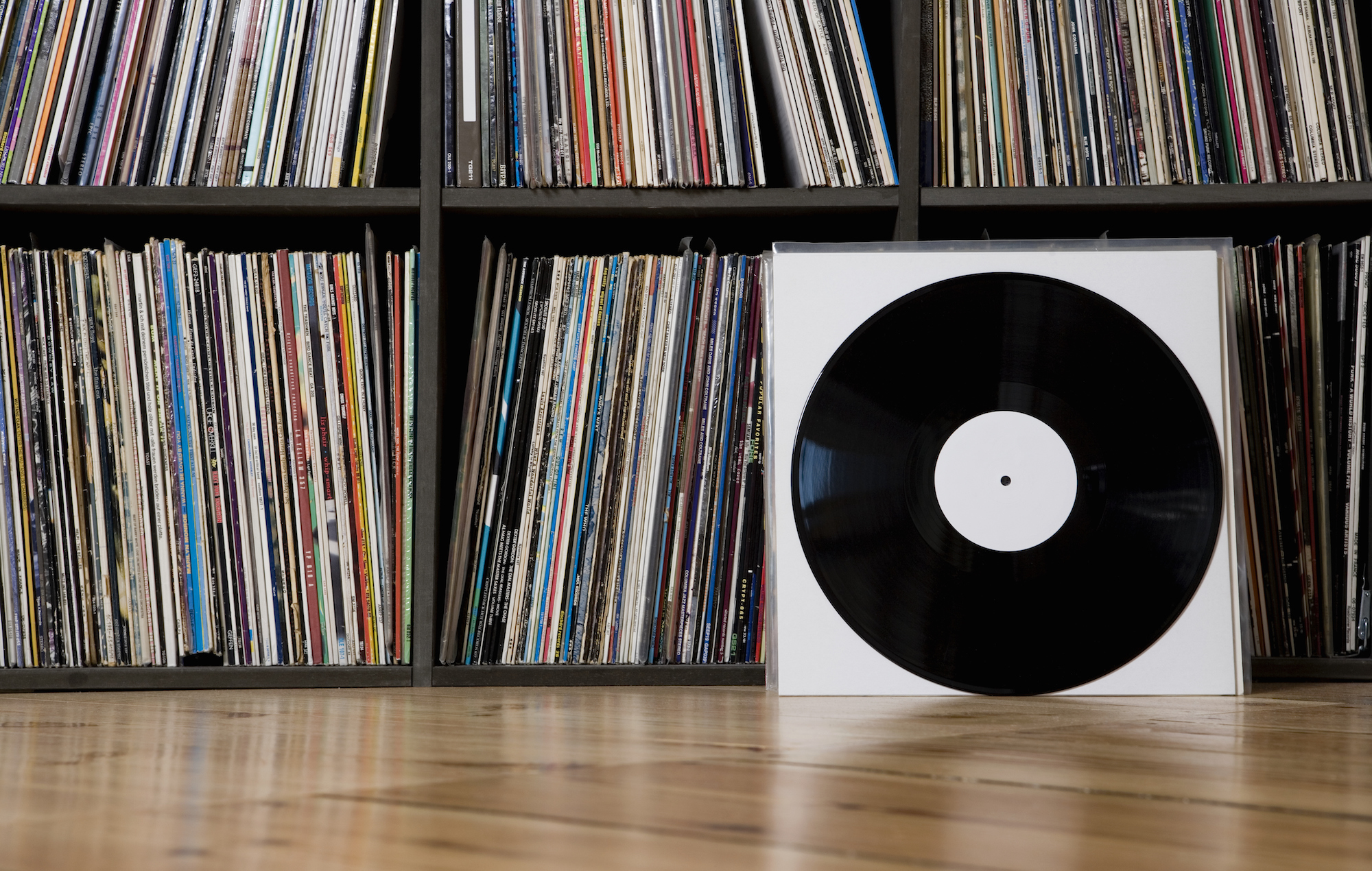 Vinyl Set To Outsell Cds For First Time Since 1986