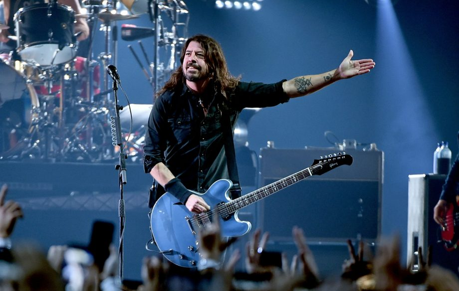 Watch Doctor Who Christmas Special 2019.Watch Dave Grohl Sing My Hero With The Doctor Who Treated