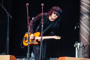 The Raconteurs attend baseball game, bail to play show, then return to tied game