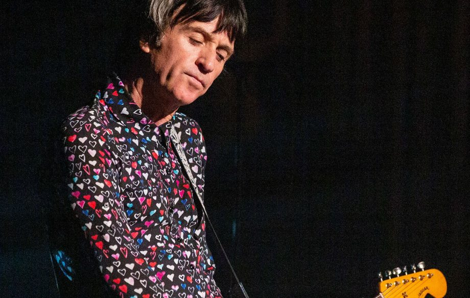 """Calm down you indie heads"" – Watch Johnny Marr shower Smiths classics upon All Points East"