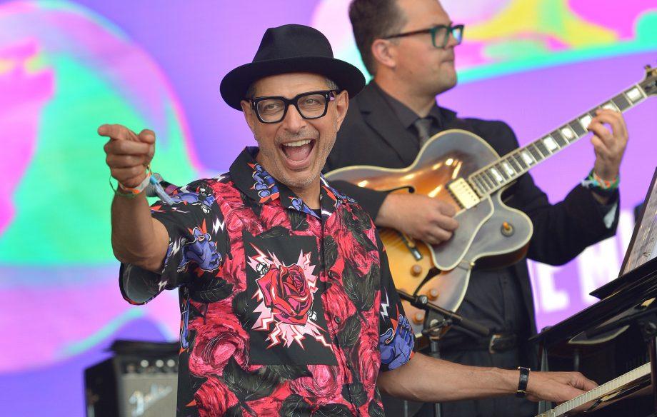 Jeff Goldblum brings out Sharon Van Etten and announces new album at Glastonbury