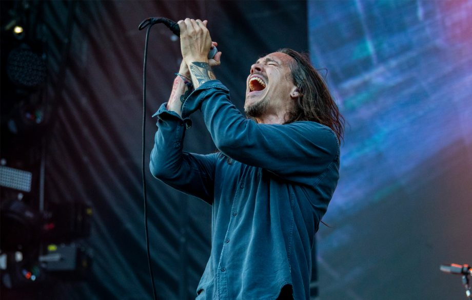 Watch Incubus reference The Cars in their performance of