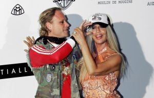 """talian fashion designer Donatella Versace (R) and singer Keith Flint from The Prodigy pose as they arrive for the American Foundation for AIDS Research (AMFAR) """"Cinema Against AIDS"""" benefit dinner in Cannes, 20 May 2004"""