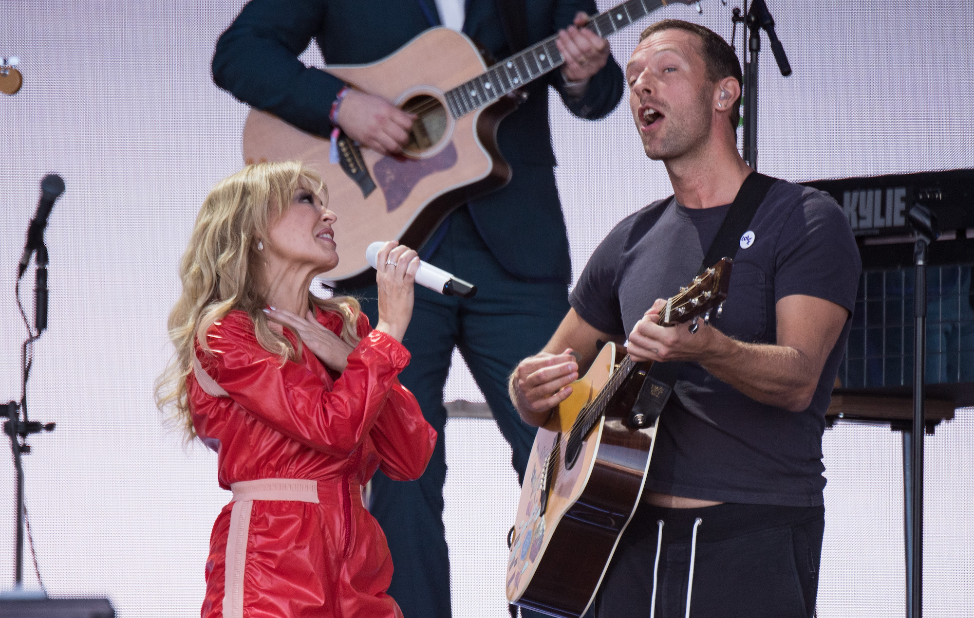 Kylie Chris Martin Glastonbury