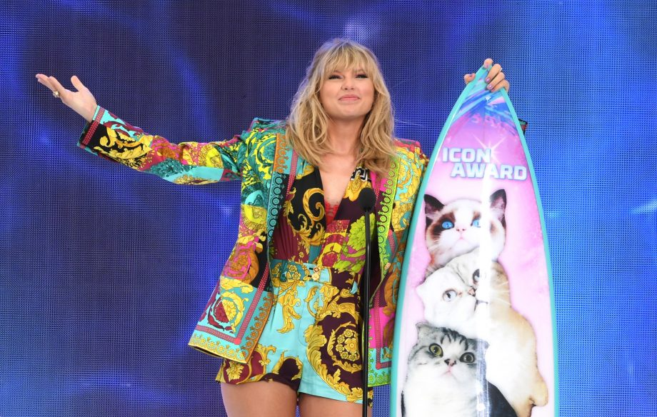 This video of Taylor Swift dancing to her own song has gone viral