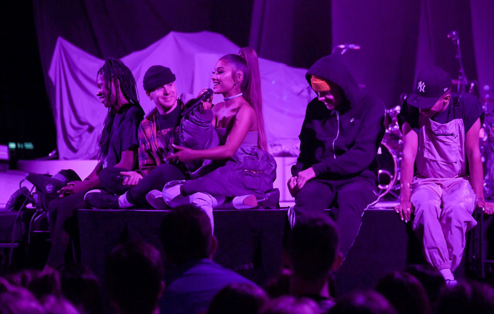 Review Sweetener World Tour 2019 The Light Is Coming To Take Back Everything The Darkness Stole The Corvid Review
