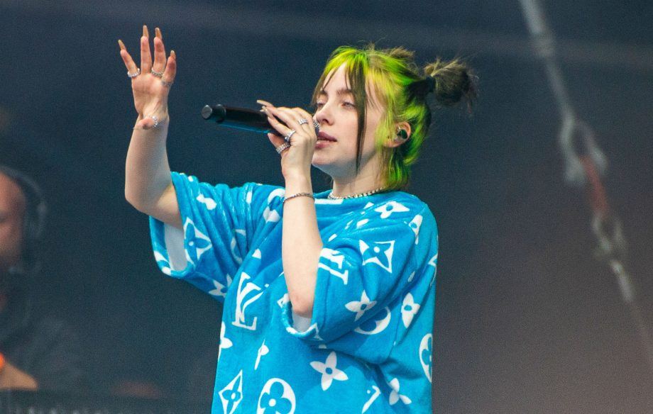 """""""I was born with fucking boobs, bro"""": Billie Eilish talks about hiding her body"""