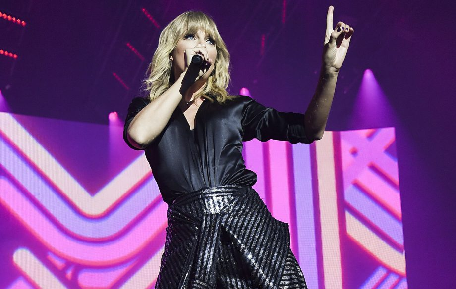 Taylor Swift In Paris The City Of Lover Concert Review