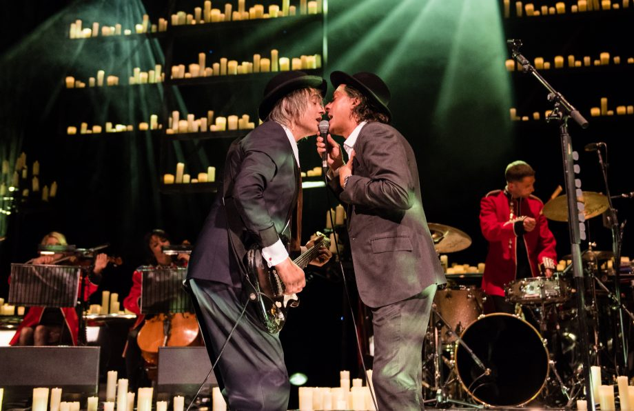 Watch footage from Pete Doherty and Carl Barat's intimate Hackney Empire show