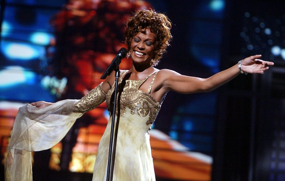 GettyImages-51312905_WHITNEY_HOUSTON_2000-920x584.jpg