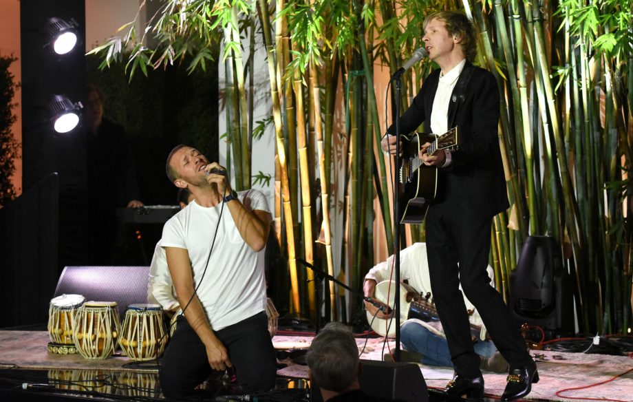 Watch Coldplay frontman Chris Martin join Beck for fun rendition of 'Loser'