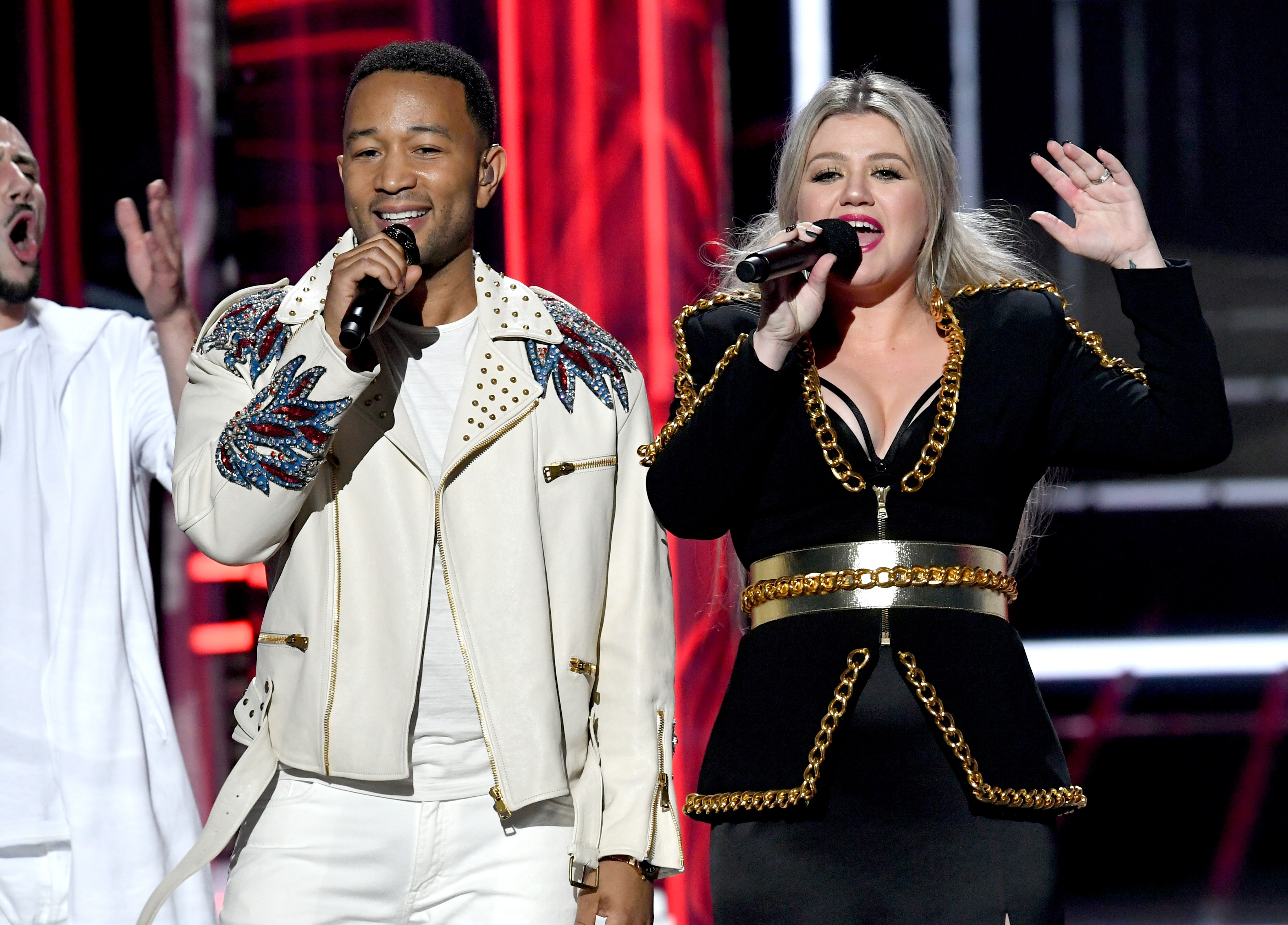 """Kelly Clarkson responds to 'Baby, It's Cold Outside' remake controversy: """"People got so mad!"""""""