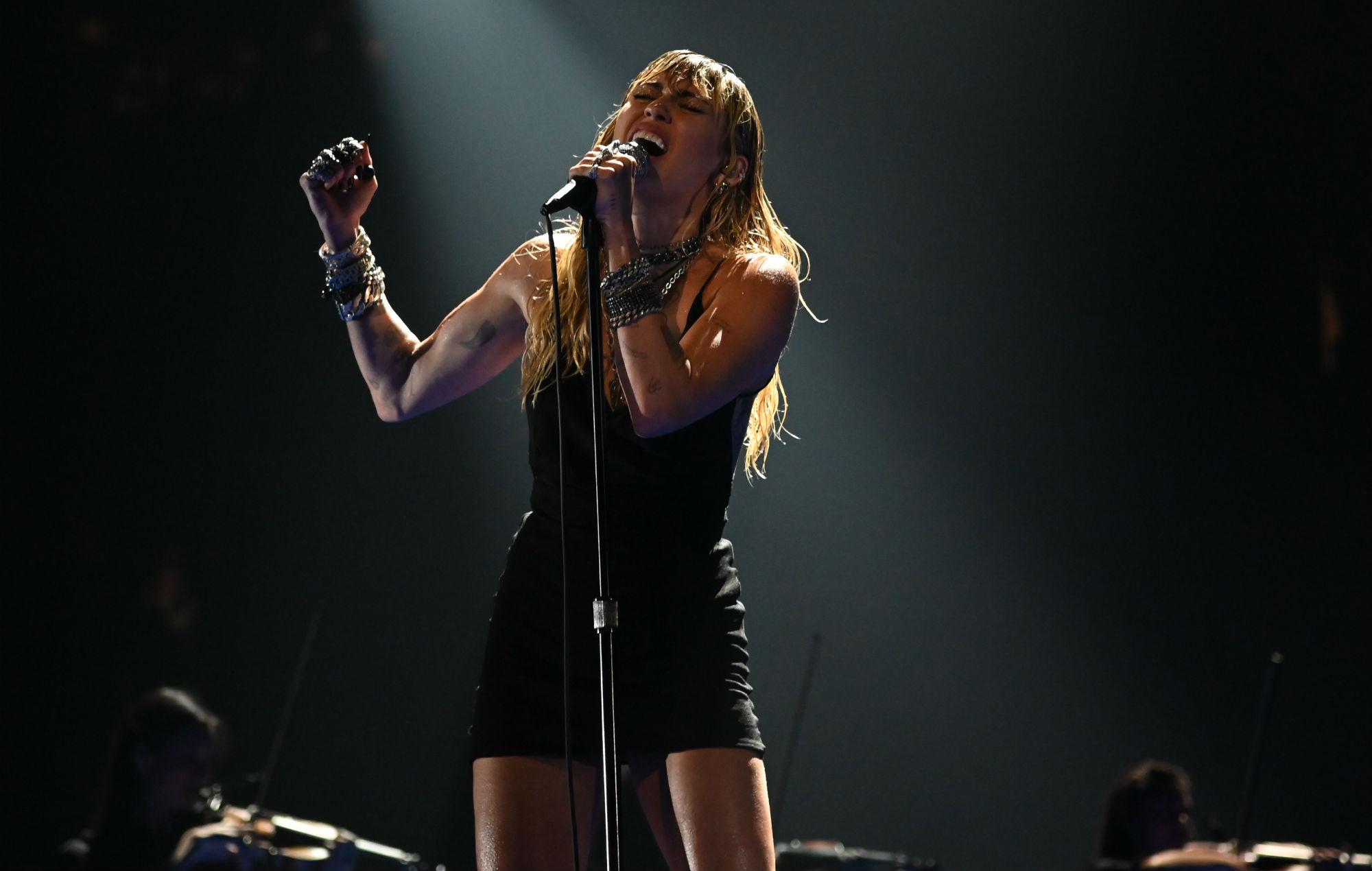 Miley Cyrus postpones recording following vocal surgery